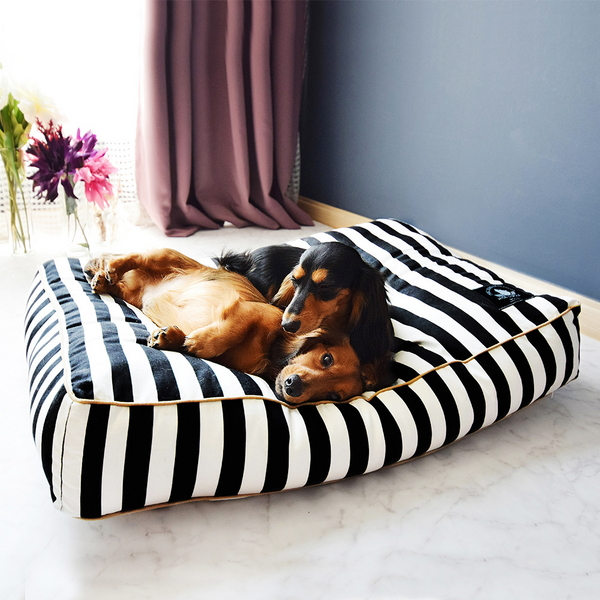 BLACK STRIPE BED