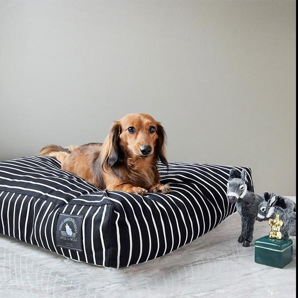 CLASSIC BLACK STRIPE BED